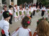 Великденски празник пред храма 2014_16